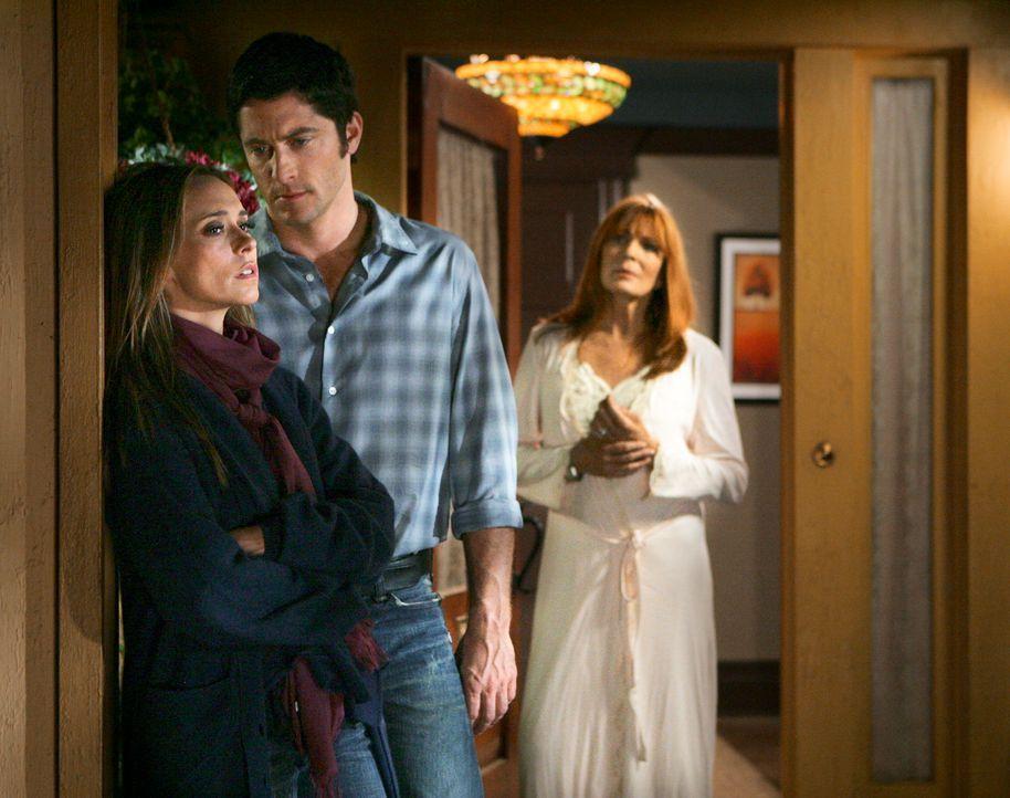Faith (Joanna Cassidy, r.) und Melinda (Jennifer Love Hewitt, l.) ahnen nicht, dass der Geist von Jim (David Conrad, M.) ganz in ihrer Nähe ist ... - Bildquelle: ABC Studios