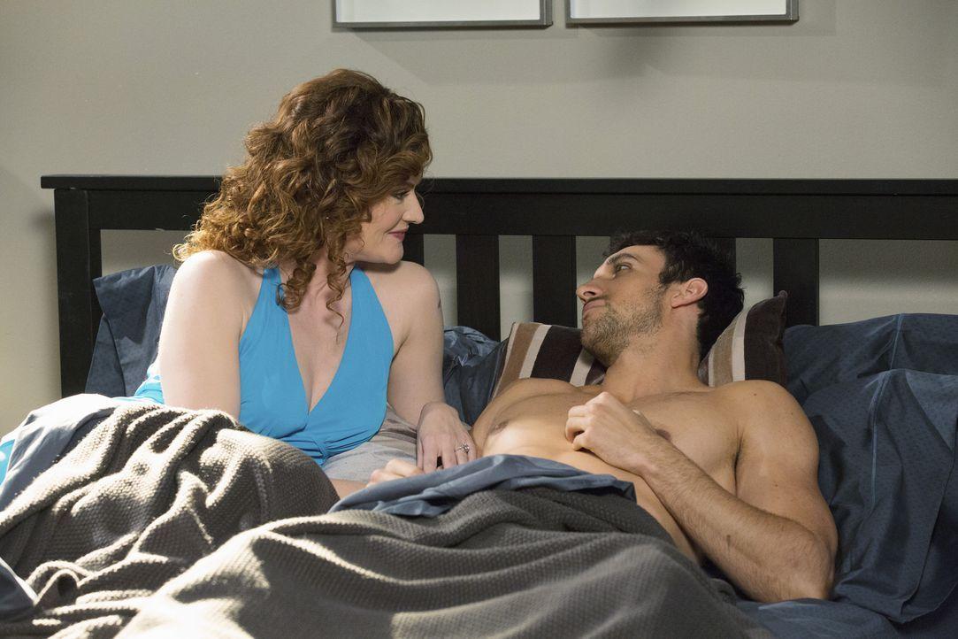 Wird es Tony (Dominic Adams, r.) gelingen, Evelyn (Rebecca Wisocky, l.) davon zu überzeugen, ihm einen Wunsch zu erfüllen ... - Bildquelle: 2014 ABC Studios