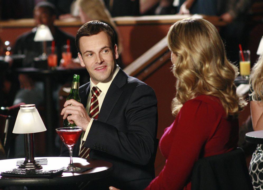 Seit der Trennung ist das Verhältnis zwischen Eli (Jonny Lee Miller, l.) und Taylor (Natasha Henstridge, r.) getrübt ... - Bildquelle: Disney - ABC International Television