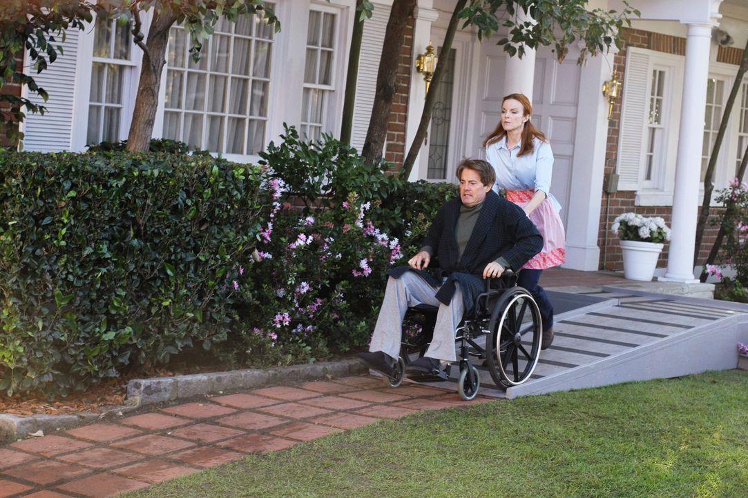 Bree (Marcia Cross, r.) greift zu drastischen Mitteln, um Orson (Kyle MacLachlan, l.) zur Vernunft zu bringen ... - Bildquelle: ABC Studios