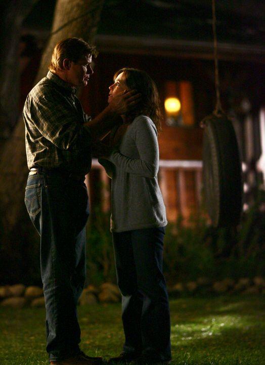 Mögen sich: Nora (Sally Field, r.) und David (Treat Williams, l.) ... - Bildquelle: Disney - ABC International Television
