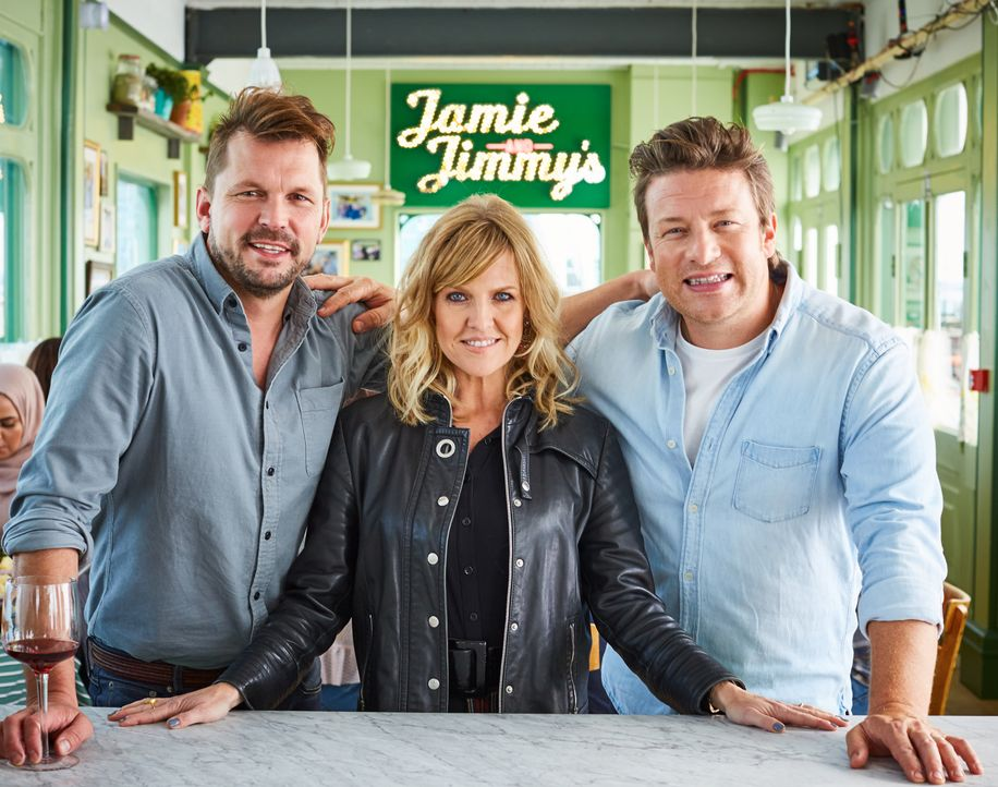 (v.l.n.r.) Jimmy Doherty; Ashley Jensen; Jamie Oliver - Bildquelle: David Loftus