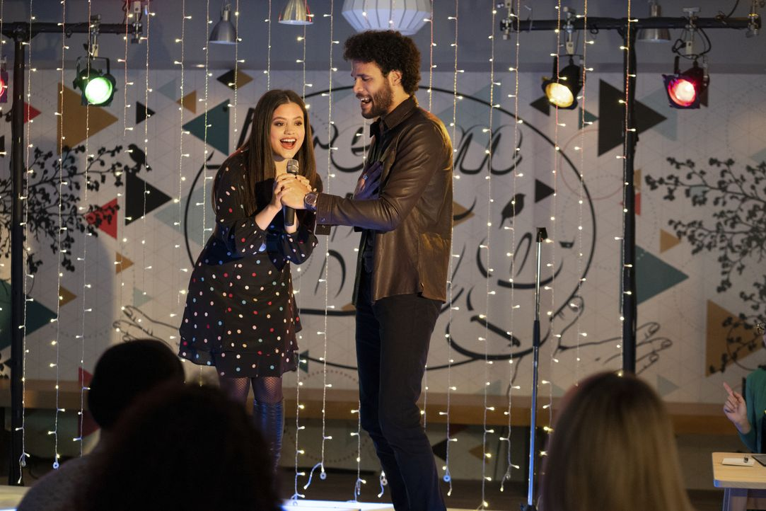 Maggie Vera (Sarah Jeffery, l.); Jordan (Jordan Donica, r.) - Bildquelle: Colin Bentley 2019 The CW Network, LLC. All Rights Reserved. / Colin Bentley