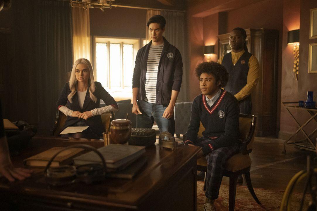(v.l.n.r.) Lizzie Saltzman (Jenny Boyd); Jed (Ben Levin); MG Greasley (Quincy Fouse); Kaleb Hawkins (Chris Lee) - Bildquelle: 2021 The CW Network, LLC. All rights reserved.