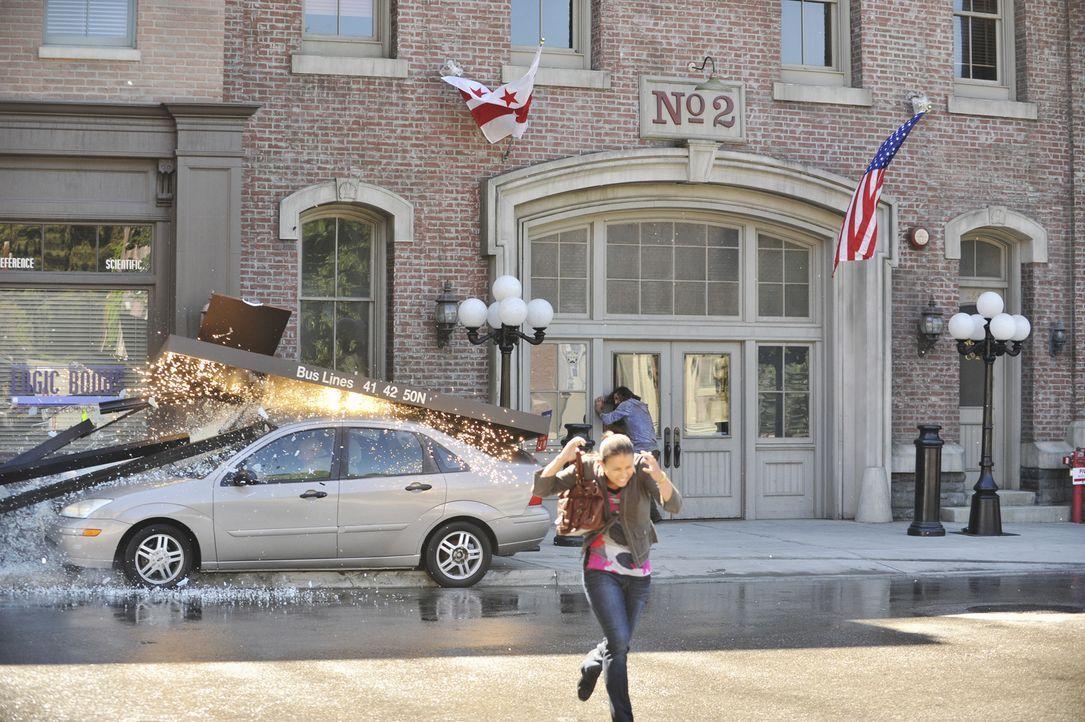 Castle wird von dem Hauptverdächtigen, dem ehemaligen Marinesoldat Bronson, in dessen Wagen entführt. Der bricht plötzlich zusammen und ist auf der... - Bildquelle: ABC Studios