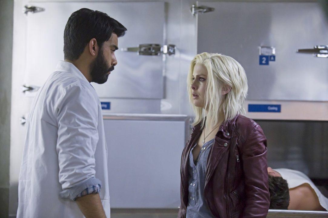 Ravi (Rahul Kohli, l.) trifft eine taktische Entscheidung, die Liv (Rose McIver, r.) zutiefst erschüttert, obwohl sie genau weiß, das er Recht damit... - Bildquelle: Warner Brothers