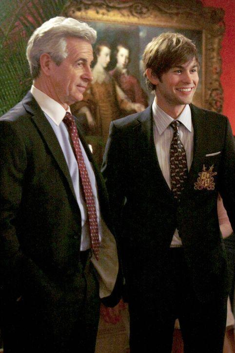 Nate (Chace Crawford, r.) findet in den Schoss der Familie zurück und wird von seinem Großvater (James Naughton, l.) umgarnt ... - Bildquelle: Warner Brothers