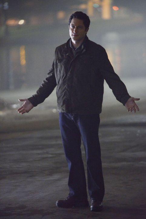 Steckt doch Sicherheitsmann Frank (David Conrad) hinter dem Anschlag? - Bildquelle: David Moir ABC Studios / David Moir