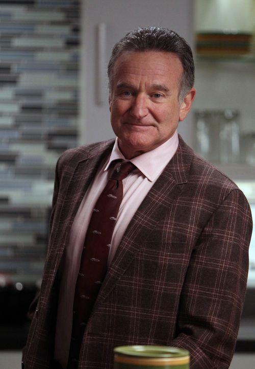 Während Andrew eine ganz besondere Aufgabe zu erledigen hat, findet sich Simon (Robin Williams) plötzlich als Liebhaber einer Klientin wieder ... - Bildquelle: 2013 Twentieth Century Fox Film Corporation. All rights reserved.