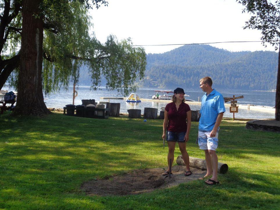 Mit nur 30 Minuten Entfernung von Zuhause ist der Deer Lake, Washington, die perfekte Option für Billie (l.) und Kevin (r.), um ein geeignetes Haus... - Bildquelle: 2015,HGTV/Scripps Networks, LLC. All Rights Reserved