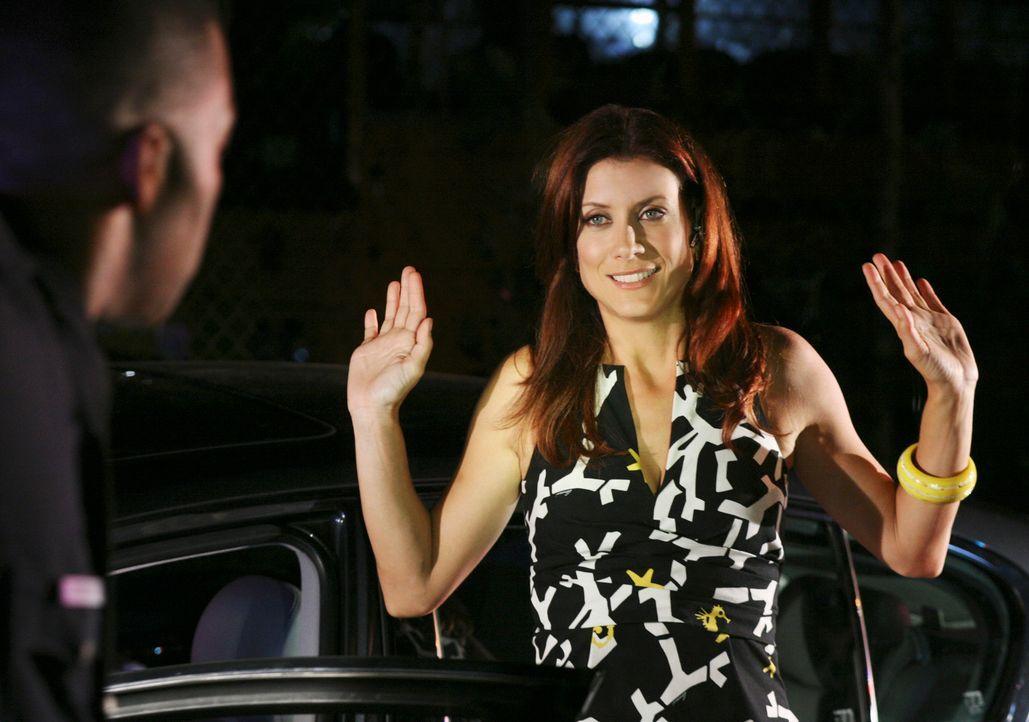 Gerät in einem SWAT-Einsatz und wird prompt festgenommen: Addison (Kate Walsh) ... - Bildquelle: ABC Studios