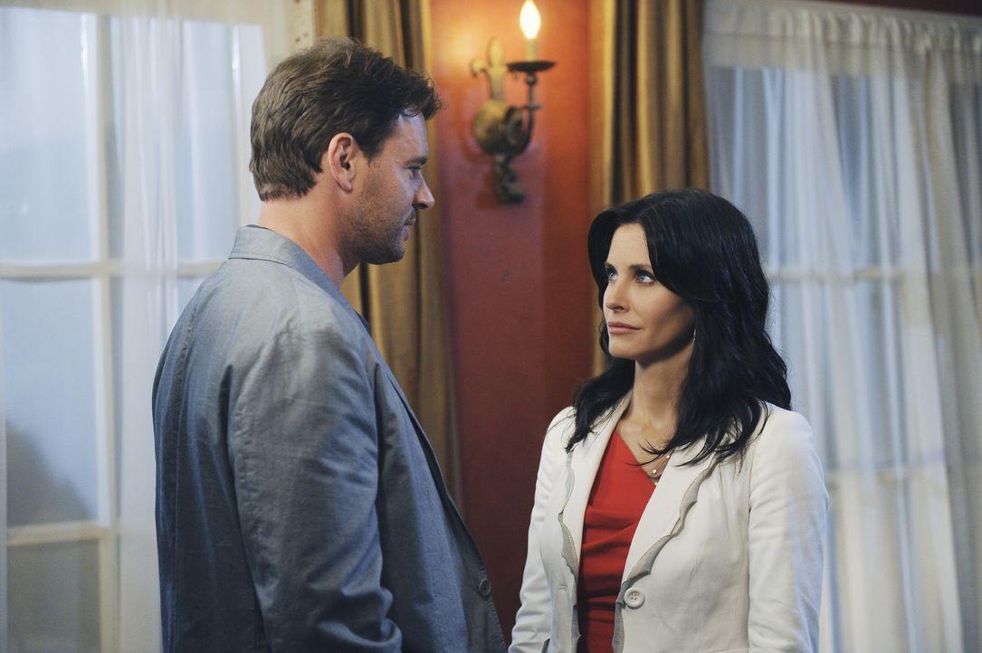 Vielleicht ist Jeff (Scott Foley, l.) doch nicht so ein Arsch, wie Jules (Courteney Cox, r.) dachte ... - Bildquelle: 2009 ABC INC.