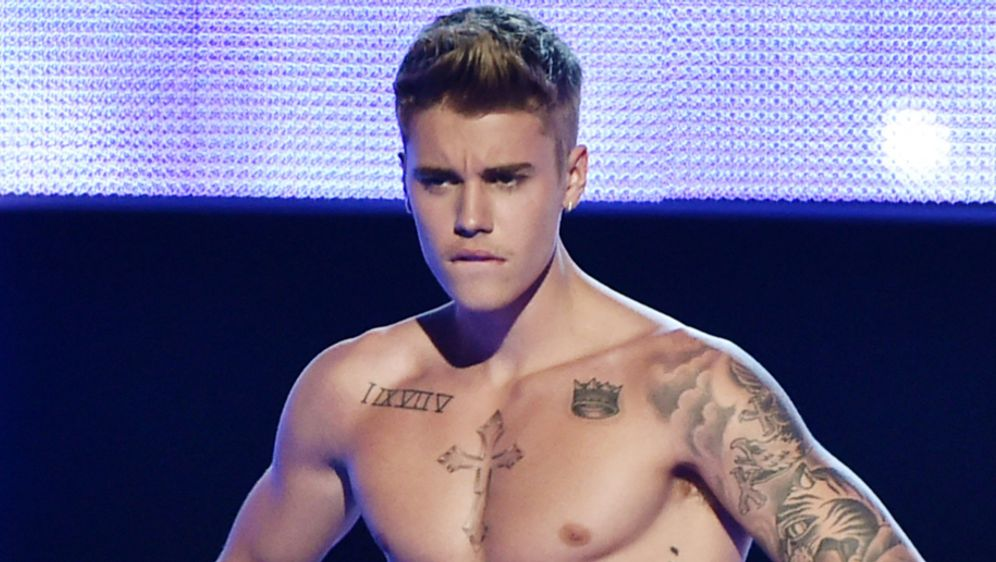 Justin schwul Pornos Sex orgie videos