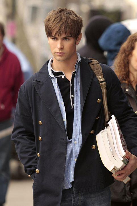 Nate (Chace Crawford) möchte Dan einige SAT-Lernbücher vorbeibringen, nichtsahnend, welche sympathische Bekanntschaft er noch machen wird ... - Bildquelle: Warner Bros. Television