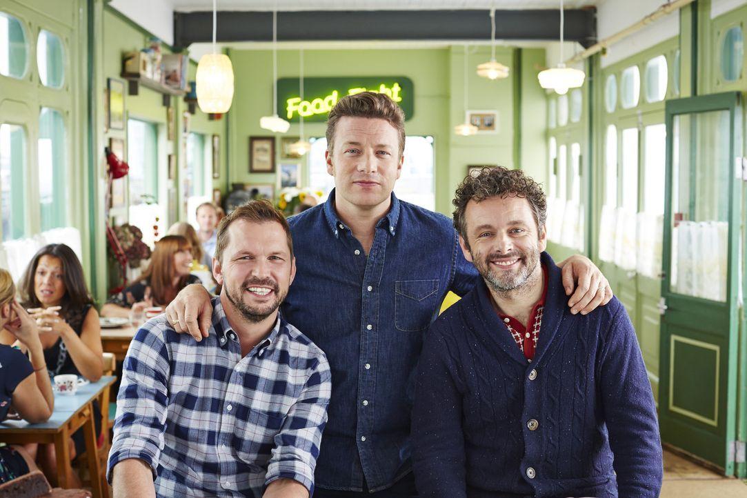 Widmen sich ganz unterschiedlichen Gerichten: Jimmy (l.), Jamie (M.) und Schauspieler Michael Sheen (r.) ...