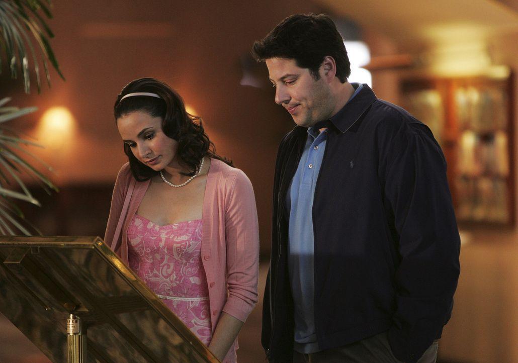 Ein neuer Fall: Nadia Santos (Mia Maestro, l.) und Eric Weiss (Greg Grunberg, r.) ... - Bildquelle: Touchstone Television