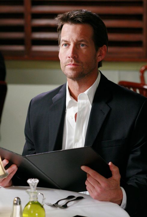 Mike (James Denton) plant Susan einen Heiratsantrag zu machen, doch Susan dauert es zu lange ... - Bildquelle: 2005 Touchstone Television  All Rights Reserved