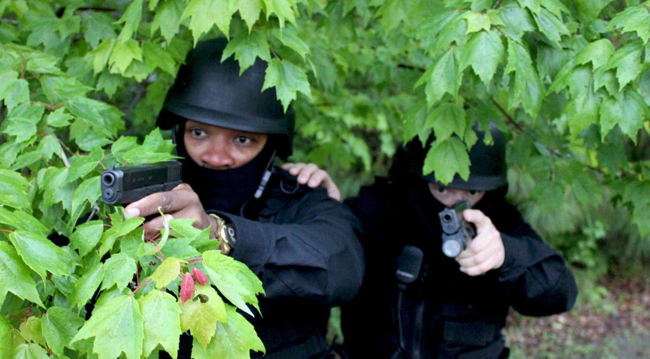 Kann die Polizei die mörderischen Ex-Soldaten aufhalten? - Bildquelle: M2 Pictures