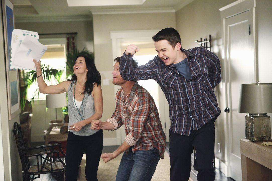 Eine verrückte Familie: Jules (Courteney Cox, l.), Travis (Dan Byrd, r.) und Bobby (Brian Van Holt, M.) ... - Bildquelle: 2009 ABC INC.