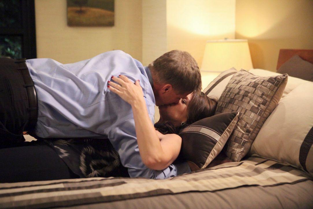 Sind glücklich mit einander: Tom (Doug Savant, l.) und Jane (Andrea Parker, r.) ... - Bildquelle: ABC Studios