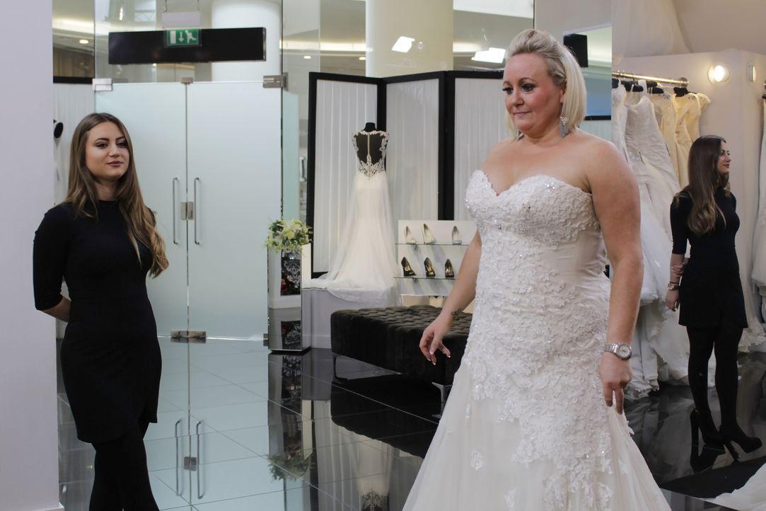 Bei Braut Alex steht und fällt die Hochzeit mit dem Kleid. Erst wenn sie das... - Bildquelle: TLC & Discovery Communications