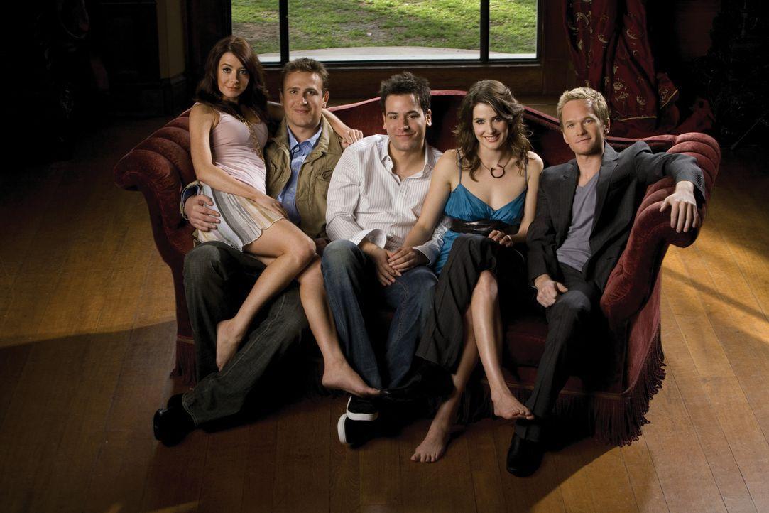 (2. Staffel) - Ein Blick in die Vergangenheit von Ted (Josh Radnor, M.) und seinen Freunden Marshall (Jason Segel, 2.v.l.), Barney (Neil Patrick Har... - Bildquelle: 20th Century Fox International Television