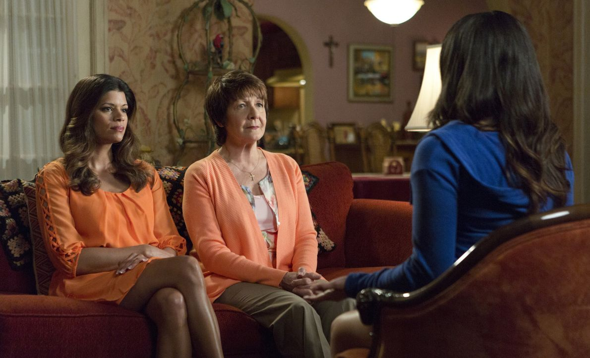 Wollen, dass Magda ihre gerechte Strafe erhält: Jane (Gina Rodriguez, r.), Alba (Ivonne Coll, M.) und Xo (Andrea Navedo, l.) ... - Bildquelle: 2014 The CW Network, LLC. All rights reserved.