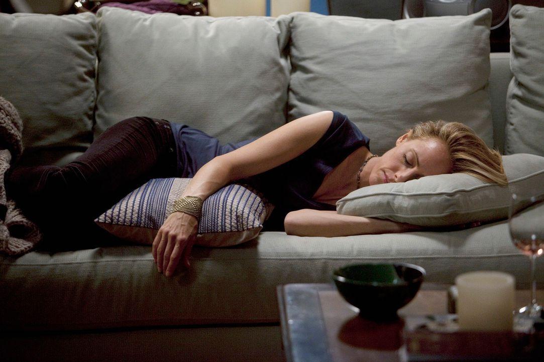 Um wieder auf die Beine zu kommen, hat Callie Teddy (Kim Raver) einen Frauenabend versprochen ... - Bildquelle: Touchstone Television
