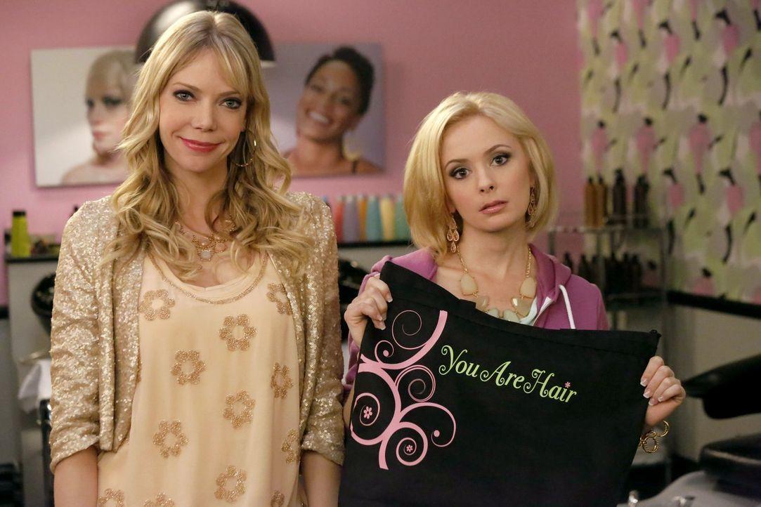 Verwandeln die etwas biedere Helen-Alice und Marika in wahre Prinzessinnen: Hayley (Riki Lindhome, l.) und Heidi (Carrie Wiita, r.) ... - Bildquelle: Warner Brothers