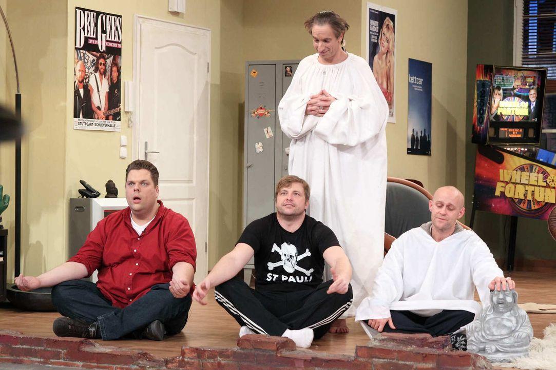 Tetje (l.), Jürgen (r.), Ingolf (hinten.) und Klempe (M.) erleben einen Abend der besonderen Art ... - Bildquelle: Frank Hempel SAT.1