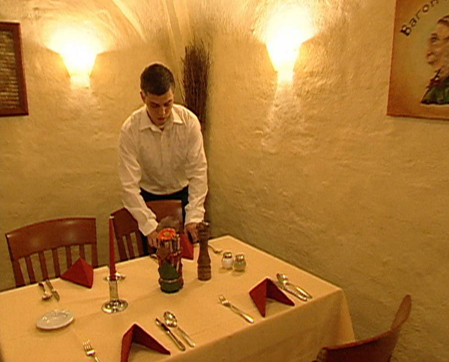 Der Gnomenkeller ist schon seit dem 16. Jahrhundert eine angesagte Adresse. Deshalb erwartet Chef Pieter von seinen Mitarbeitern erstklassigen Servi... - Bildquelle: ProSieben