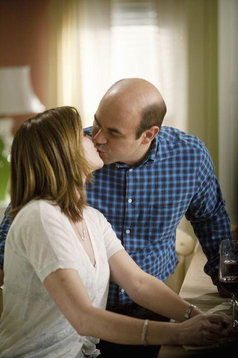 Wissen, was sie aneinander haben: Andy (Ian Gomez, r.) und Ellie (Christa Miller, l.) ... - Bildquelle: 2009 ABC INC.