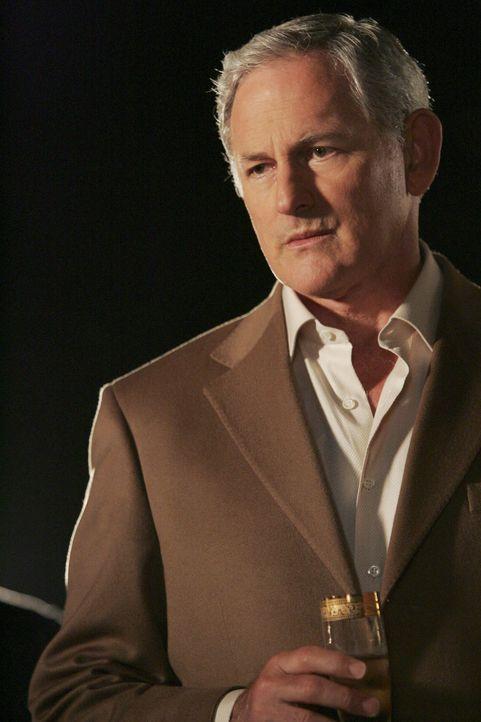 Jordan (Victor Garber) bittet Eli inständig, medizinische Hilfe aufzusuchen, damit er ihn weiter in seiner Firma behalten kann ... - Bildquelle: Disney - ABC International Television