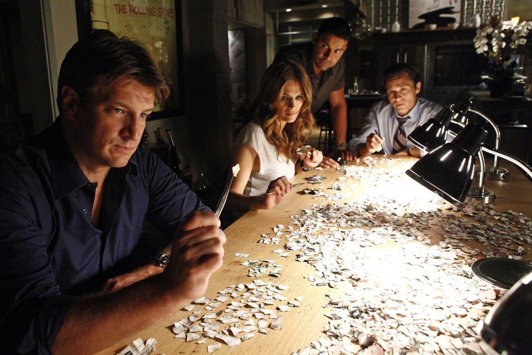 Castle (Nathan Fillion, l.) und Beckett (Stana Katic, 2.v.l.) wollen nicht, dass Javier Esposito (Jon Huertas, 2.v.r.) und Kevin Ryan (Seamus Dever,... - Bildquelle: 2012 American Broadcasting Companies, Inc. All rights reserved.