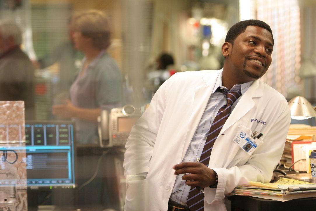Liebt seinen Job: Dr. Pratt (Mekhi Phifer) ... - Bildquelle: Warner Bros. Television