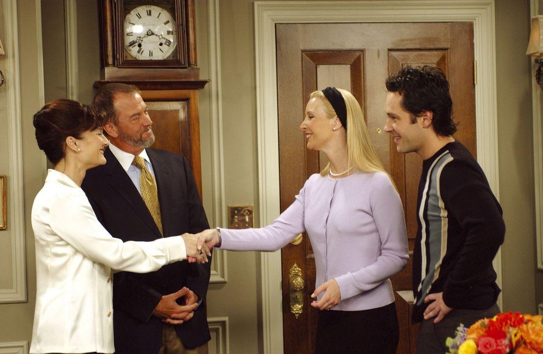 Mike (Paul Rudd, r.) stellt Phoebe (Lisa Kudrow, 2.v.r.) seinen Eltern vor, was für Phoebe nicht so einfach ist. Sie wurde noch nie Eltern vorgeste... - Bildquelle: TM+  2000 WARNER BROS.