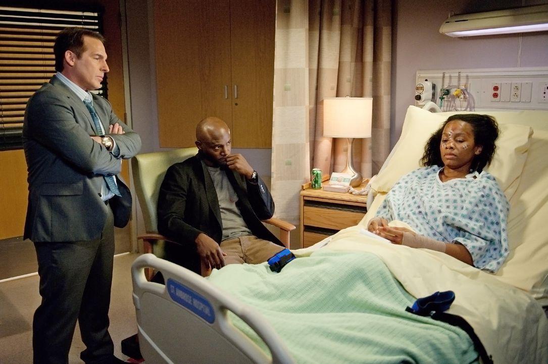 Während Jake seine Tochter am College besucht, versuchen Sam (Taye Diggs, M.) und Sheldon (Brian Benben, l.) Corinne (Anika Noni Rose, r.) zu helfen... - Bildquelle: ABC Studios