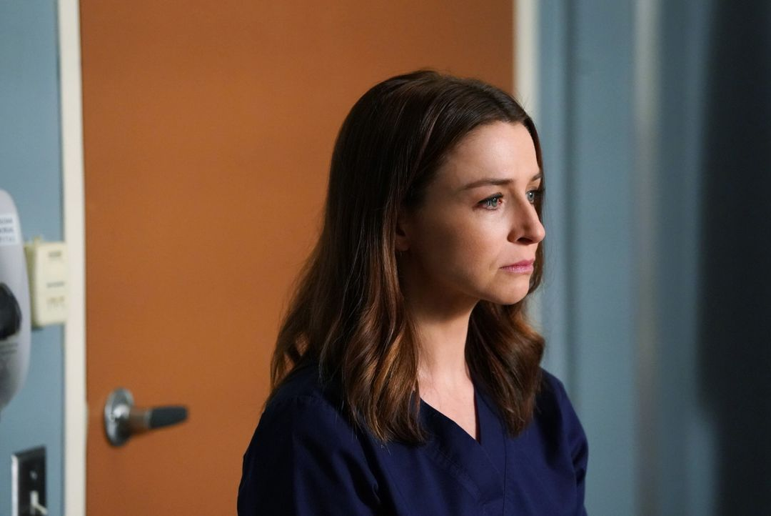Während Amelia (Caterina Scorsone) versucht, ihren Krebs geheim zu halten, taucht eine Person aus Merediths Vergangenheit als Patient im Krankenhaus... - Bildquelle: Mitch Haaseth 2017 American Broadcasting Companies, Inc. All rights reserved./Mitch Haaseth