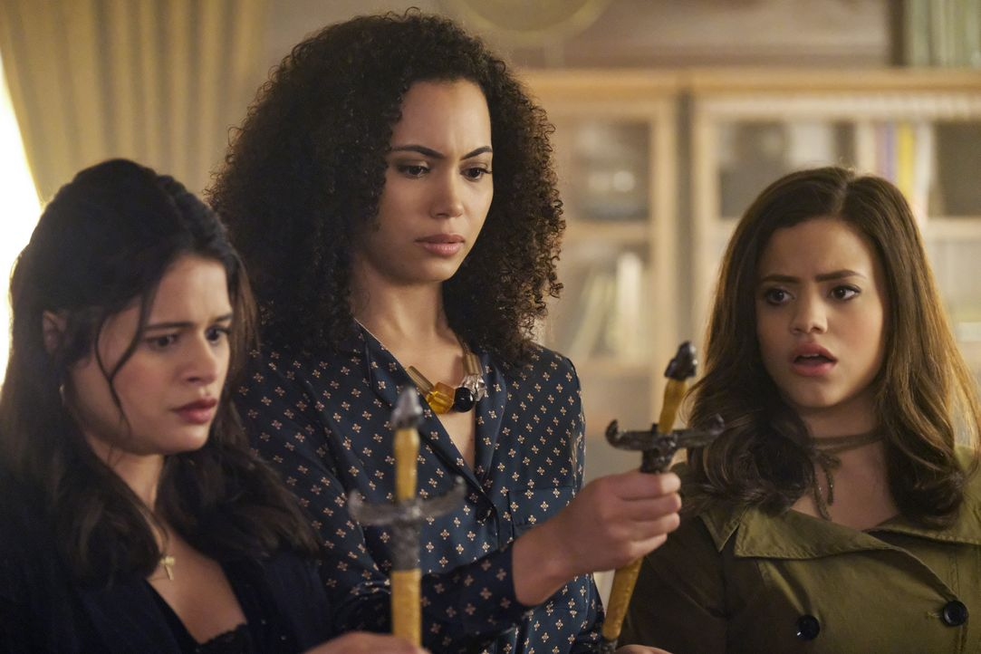 (v.l.n.r.) Mel Vera (Melonie Diaz); Macy Vaughn (Madeleine Mantock); Maggie Vera (Sarah Jeffery) - Bildquelle: Robert Falconer 2018 The CW Network, LLC. All Rights Reserved. / Robert Falconer