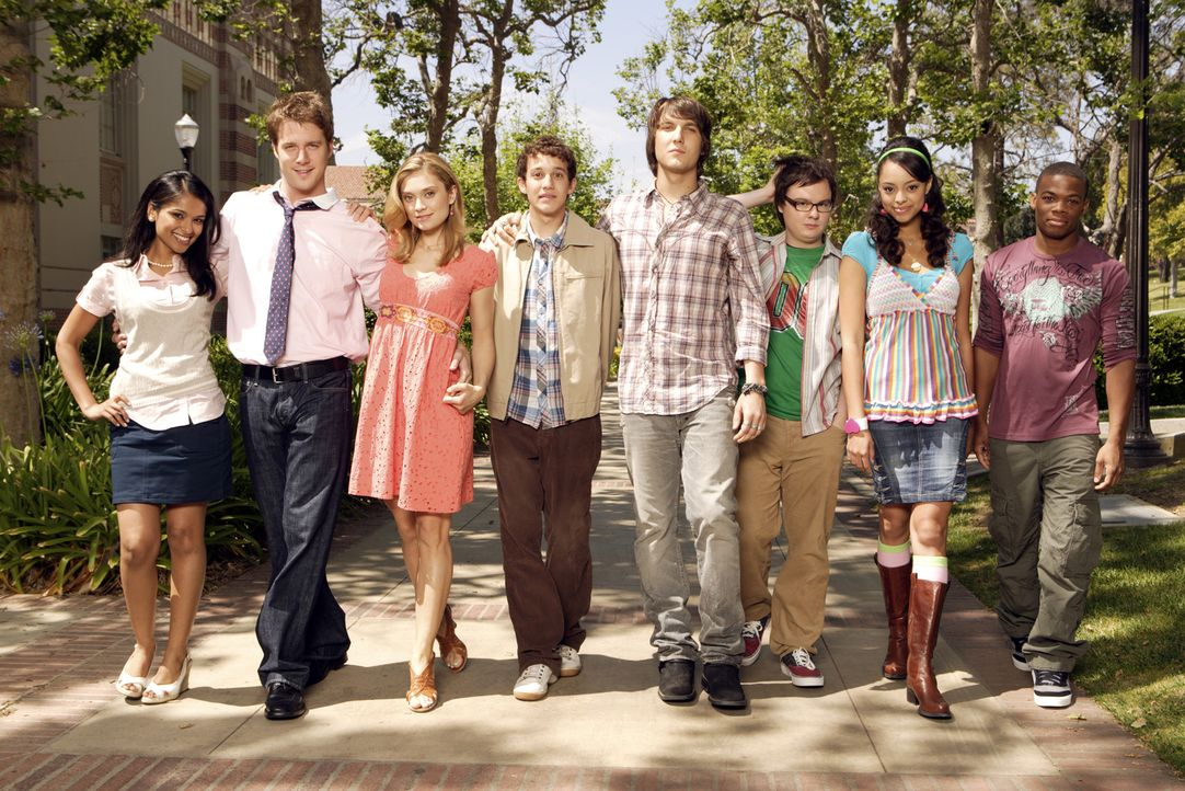 (2. Staffel) - Genießen ihr Studentenleben: Rebecca (Dilshad Vadsaria, 2.v.r.), Evan (Jake McDorman, 3.v.r.), Casey (Spencer Grammer, 4.v.r.), Rusty... - Bildquelle: ABC Family