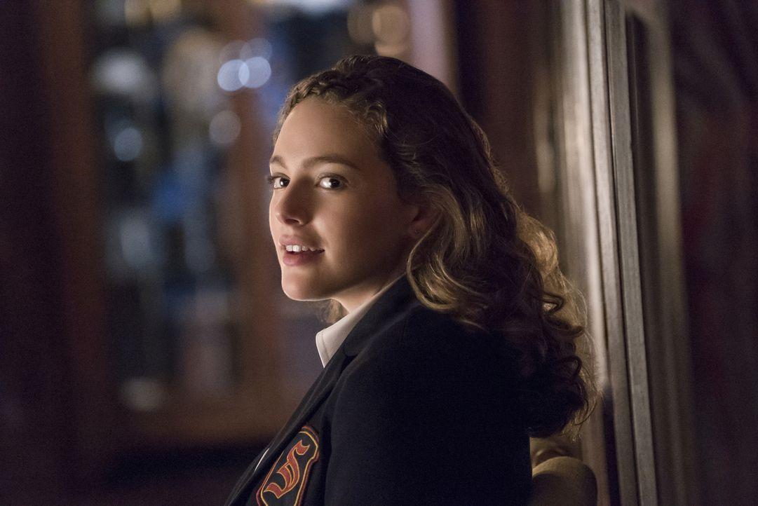 Nach sieben Jahren auf der besonderen Schule von Alaric wird Hope (Danielle Rose Russell) suspendiert, als sie einen unüberlegten Schritt wagt ... - Bildquelle: Warner Bros.