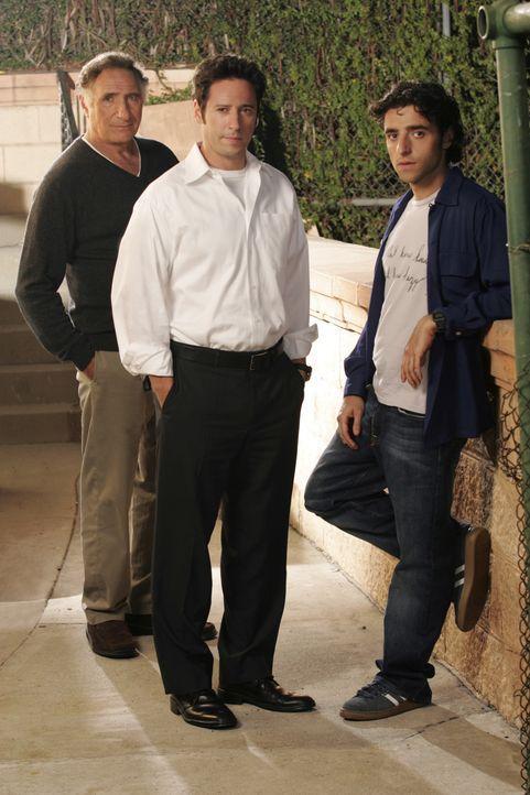 (1. Staffel) - Immer wieder steht Vater Alan (Judd Hirsch, l.) seinen Söhnen Don (Rob Morrow, M.) und Charlie (David Krumholtz, r.), Ermittler des F... - Bildquelle: Paramount Network Television