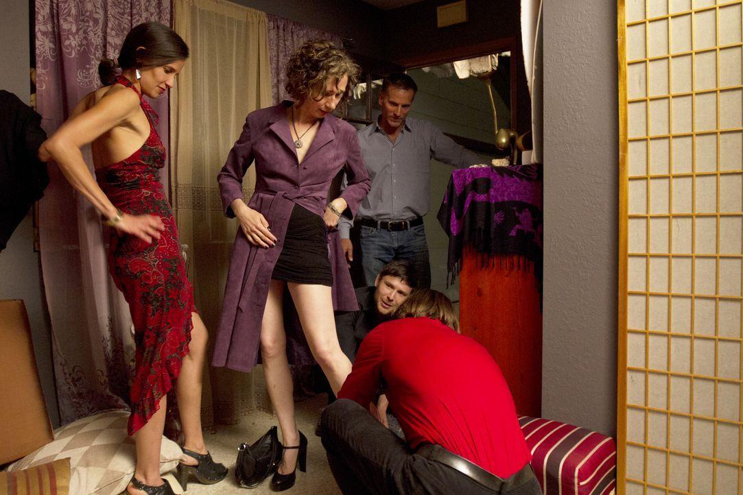 Wollen alle einen schönen Abend verleben - als Mädels- und als Männerabend: Kamala (l.), Jen (2.v.l.), Christian (hinten r.), Tahl (r.) und Michael... - Bildquelle: Showtime Networks Inc. All rights reserved.