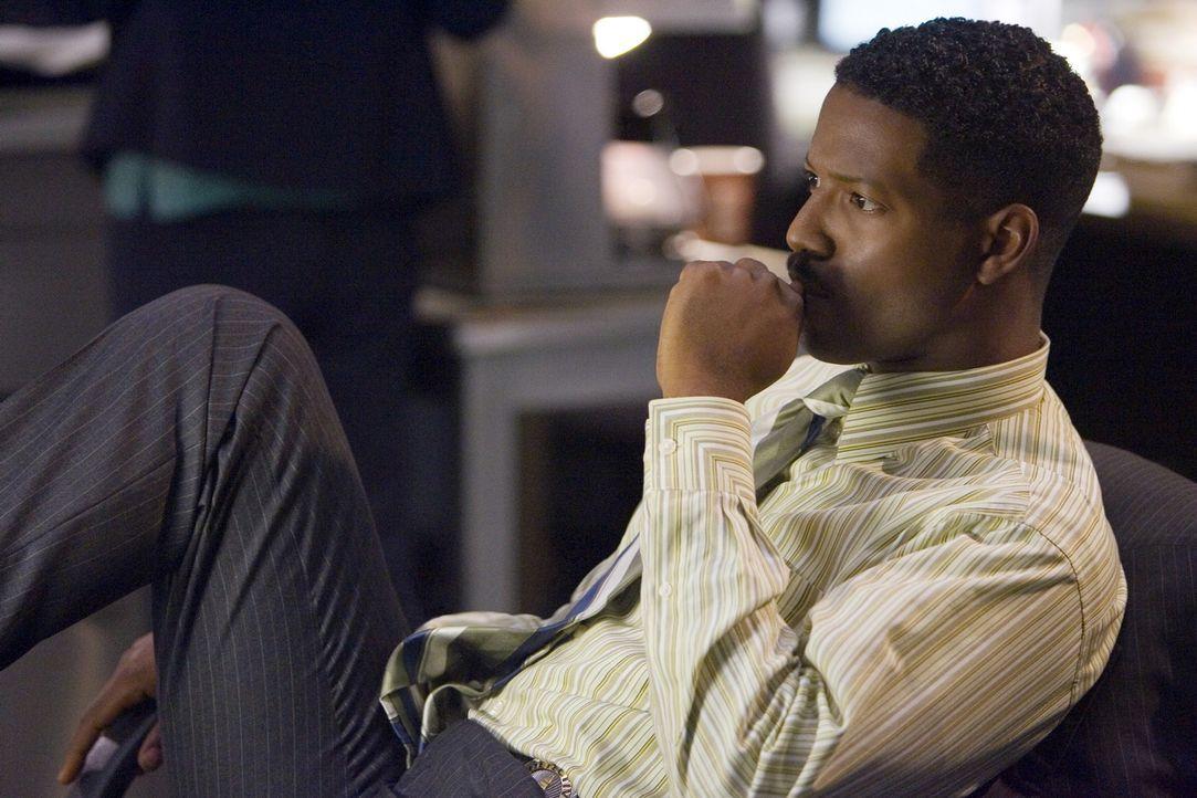 Nachdem es sich herausstellt, dass Hugo lügt, ist sich Sgt. Gabriel (Corey Reynolds) nicht sicher, ob er vielleicht für den Tod von 15 illegalen Ein... - Bildquelle: Warner Brothers