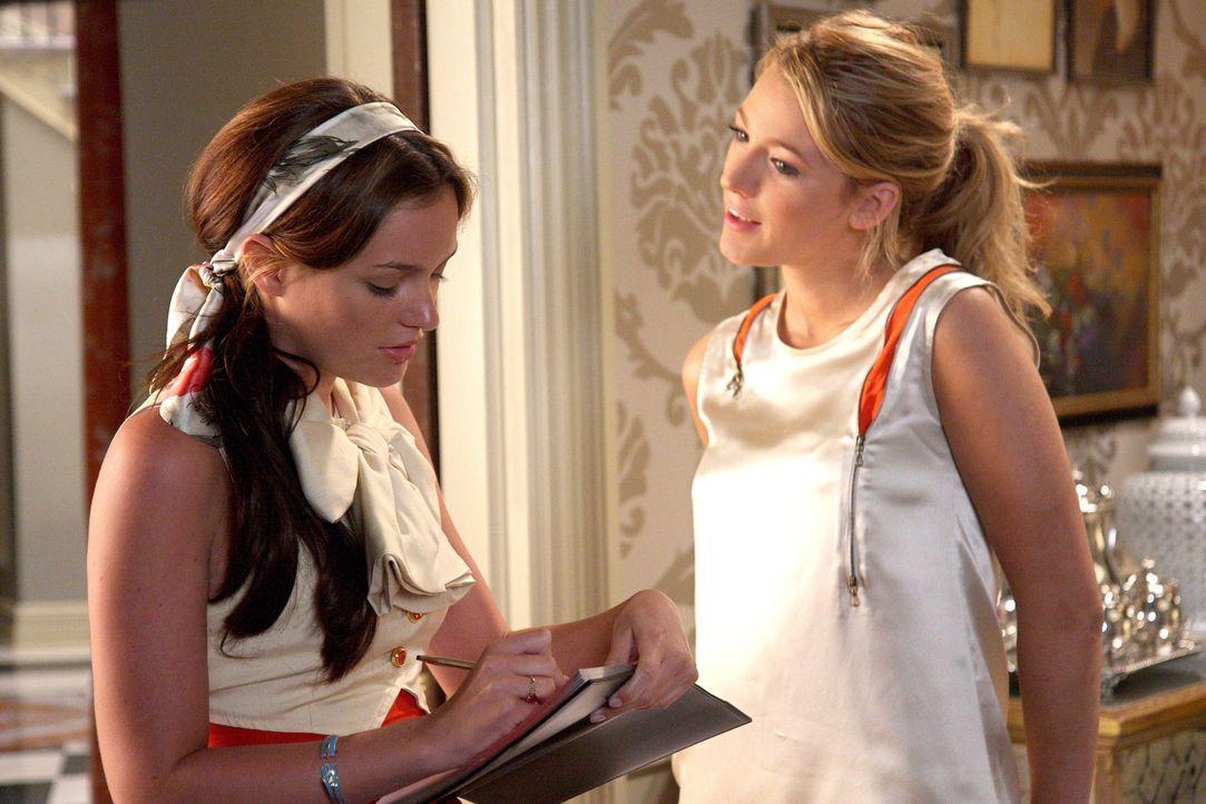 Da sie einen guten Eindruck bei Marcus' Eltern hinterlassen möchte, bittet Blair (Leighton Meester, l.) Serena (Blake Lively, r.) bei der Partyplanu... - Bildquelle: Warner Brothers