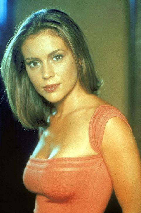(2. Staffel) - Phoebe Halliwell (Alyssa Milano), die jüngste Schwester, setzt alles daran, einen vernümftigen Job zu bekommen ... - Bildquelle: Paramount Pictures