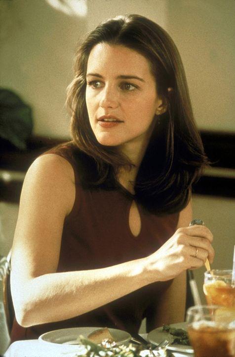 Das Misstrauen verheirateter Frauen gegenüber Ledige, trifft Charlotte (Kristin Davis) besonders ... - Bildquelle: Craig Blankenhorn 1998 HBO