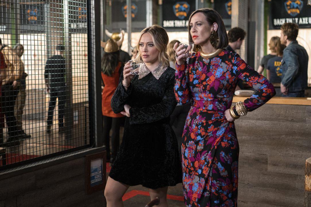 Kelsey Peters (Hilary Duff, l.); Diana Trout (Miriam Shor, r.) - Bildquelle: Sabrina Lantos 2019 Viacom International Inc. All Rights Reserved / Sabrina Lantos