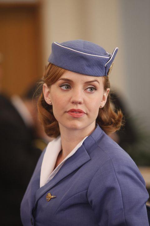 Die Beförderung innerhalb der CIA geht für Kate (Kelli Garner) mit einer unliebsamen Aufgabe einher ... - Bildquelle: 2011 Sony Pictures Television Inc.  All Rights Reserved.