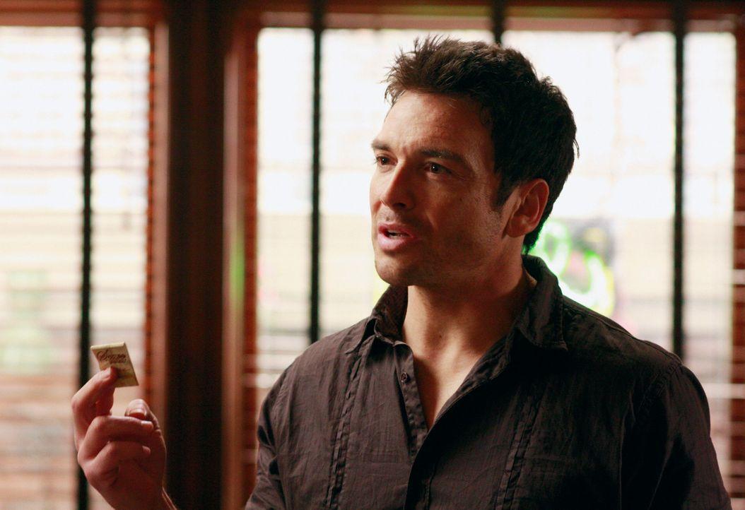 Rick (Jason Gedrick) taucht in Toms und Lynettes Restaurant auf, da er glaubt, Tom habe das Feuer gelegt, nachdem er eine Schachtel Streichhölzer au... - Bildquelle: ABC Studios